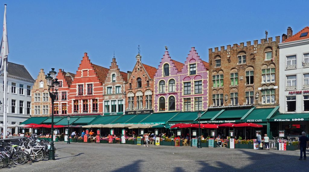 """Food Waste Prevention : Bruges says """"no"""" to food floating down its canals"""